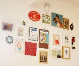 Ý tưởng trang trí showroom trưng bày bằng khung kẹp ảnh cực yêu